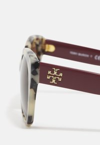 Tory Burch - Sunglasses - dark brown - 4
