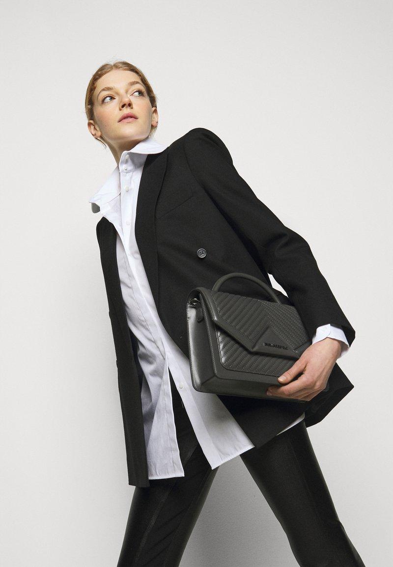KARL LAGERFELD - KLASSIK QUILTED SHOULDER BAG - Handbag - thunder