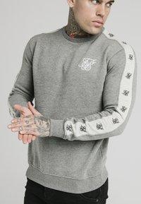 SIKSILK - PANELED CREW NECK - Sweatshirt - grey marl - 4
