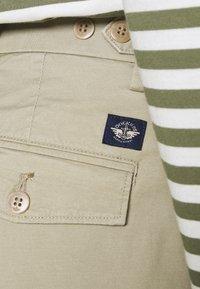 DOCKERS - SMART FLEX HERITAGE - Pantalones chinos - taupe sand - 5