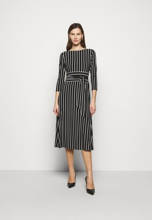 PRINTED MATTE DRESS - Žerzejové šaty - black
