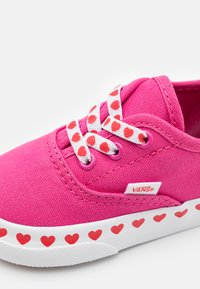 Vans - AUTHENTIC ELASTIC LACE - Sneakers laag - fuchsia purple/high risk red - 5