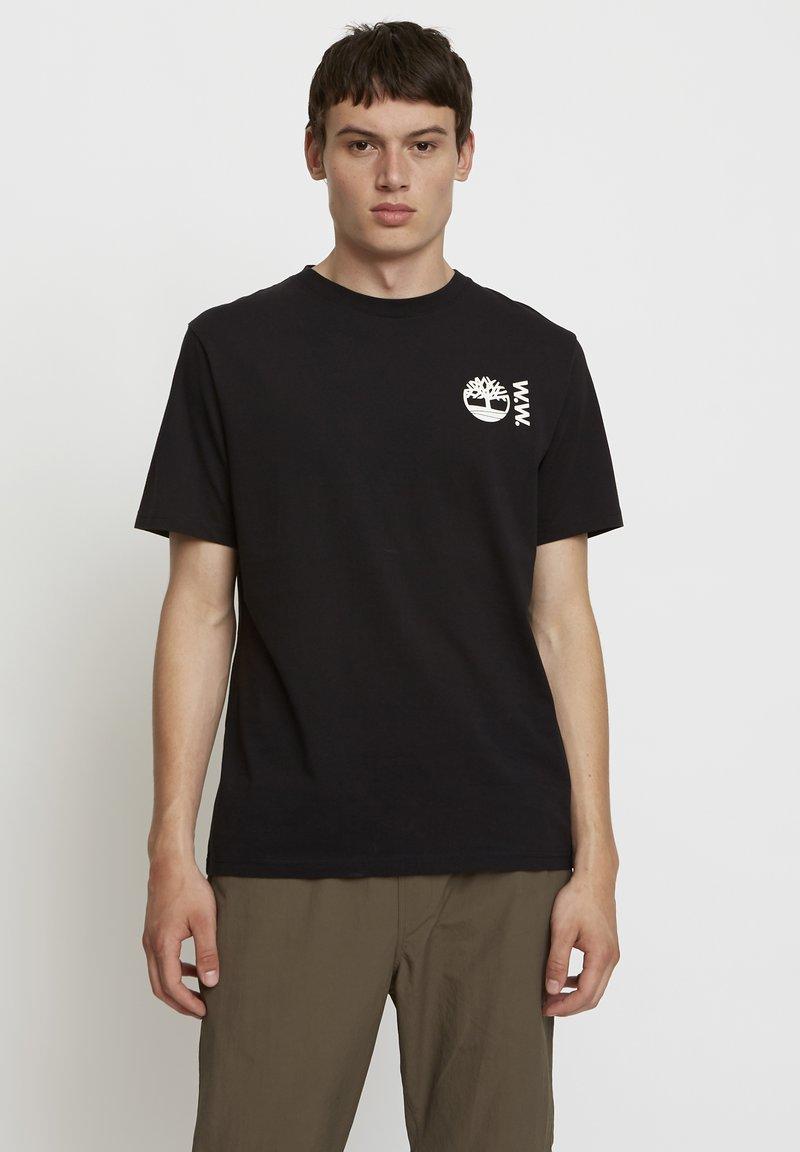 Timberland - WOODWOOD - T-shirt med print - black