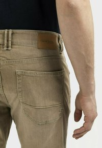 camel active - MIT STRETCH - Straight leg jeans - wood - 4