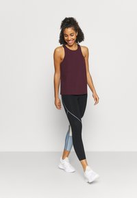 Sweaty Betty - POWER MISSION WORKOUT - Top - plum red - 1