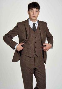 MDB IMPECCABLE - Suit jacket - sand - 0
