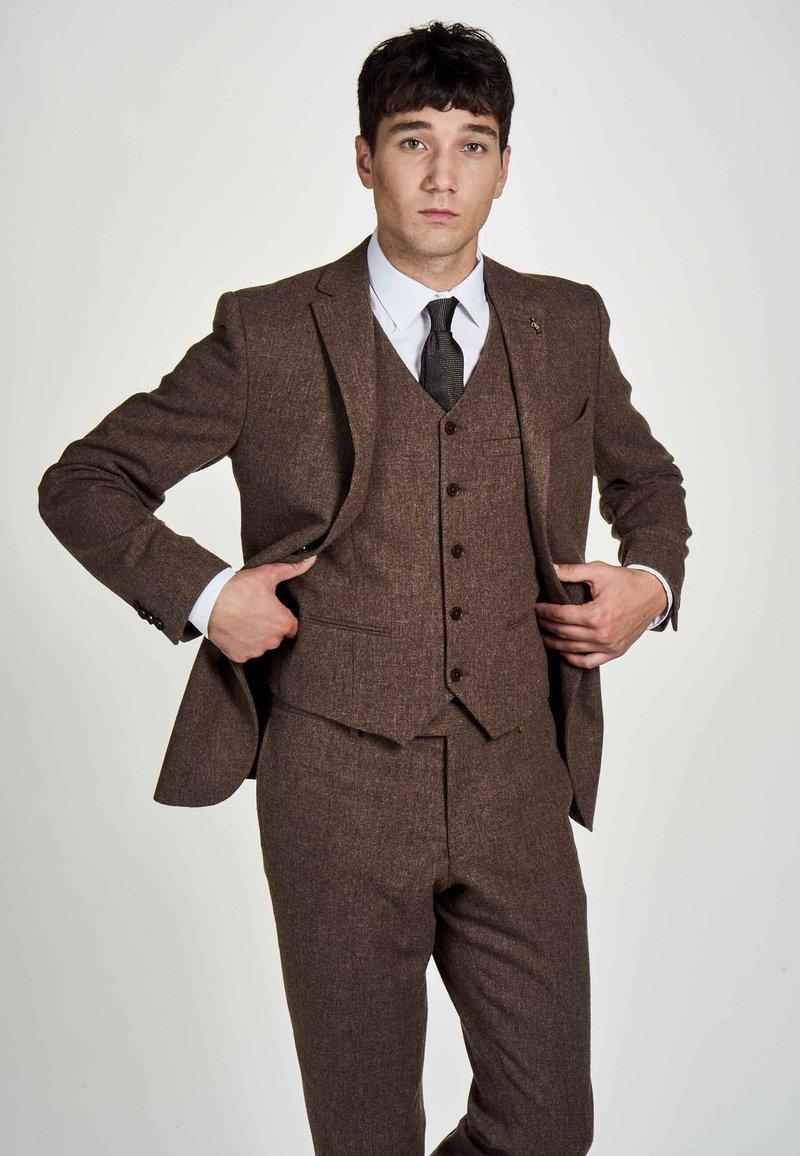 MDB IMPECCABLE - Suit jacket - sand