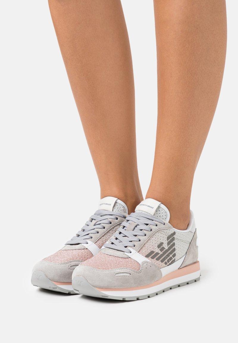 Emporio Armani - Sneakers laag - ciment/rose/white