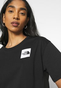 The North Face - CROPPED FINE TEE - T-shirts med print - black - 4