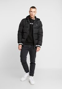 Supply & Demand - HARLEY PADDED JACKET - Zimní bunda - black - 1