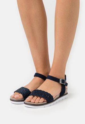 Sandaletter med kilklack - navy