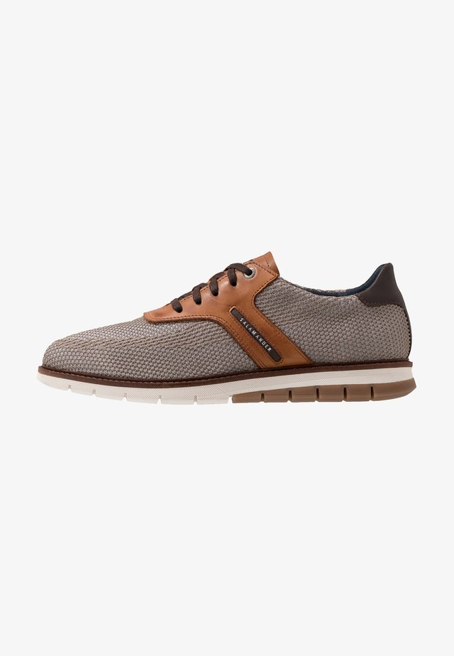 MATHEUS - Sneakersy niskie - beige/cognac