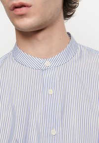 sandro - TUNIQUE CHEMISE CASUAL - Skjorter - bleu/blanc - 4
