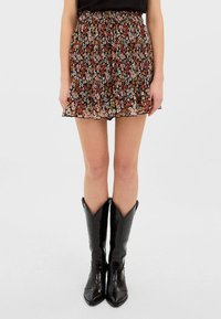 Stradivarius - MIT PRINT - Shorts - rose - 0