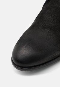Shelby & Sons - YARDLEY CHUKKA - Šněrovací boty - black - 5