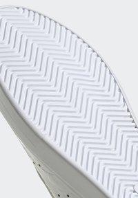 adidas Originals - SLEEK - Tenisky - footwear white/scarlet/core black - 11