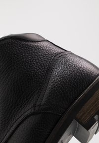 Tommy Hilfiger - BOOT - Botines con cordones - black - 6