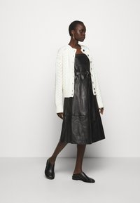 Proenza Schouler White Label - CABLE BUTTON BACK - Cardigan - ivory - 1