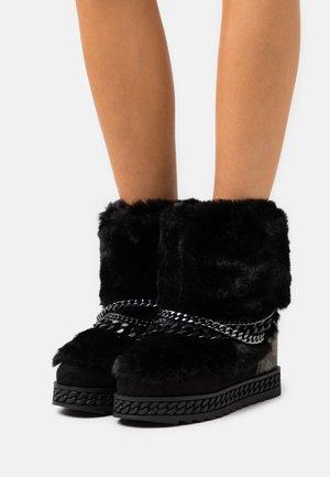 HASANA - Platform ankle boots - black/brown