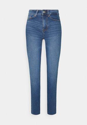 PCLUNA - Straight leg jeans - medium blue denim