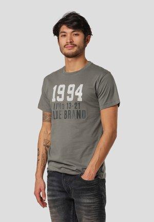 LEYLAND  - Print T-shirt - castor grey