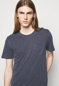 YMC You Must Create - WILD ONES POCKET - T-shirt basique - navy - 3