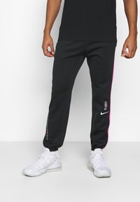 Nike Performance - NBA MIAMI HEAT CITY EDITION THERMAFLEX PANT - Tracksuit bottoms - black/laser fuchsia/blue gale - 0