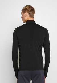 Lyle & Scott - PERFORMANCE SEAMLESS MIDLAYER - Sports shirt - true black marl - 2