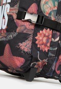 Eastpak - TRANVERZ  - Wheeled suitcase - save our oceans - 6