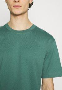 ARKET - T-shirt basique - green - 5