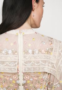Needle & Thread - REVERIE ROSE BALLERINA DRESS - Společenské šaty - champagne - 3