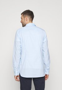 Tommy Hilfiger - SLIM PEACHED SOFT GINGHAM  - Shirt - calm blue/white - 2