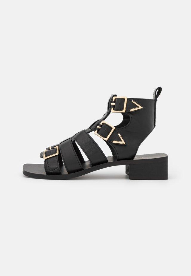 STELLA - Sandali con cinturino - black