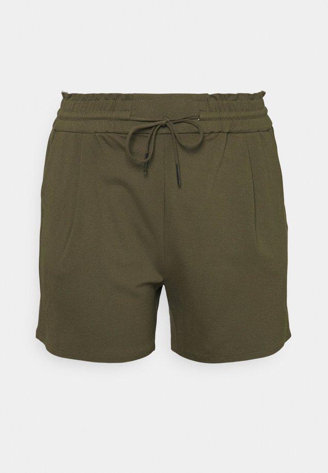 VMEVA RUFFLE - Shorts - ivy green