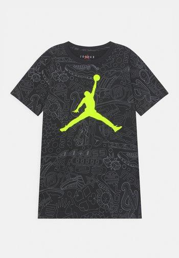 HIDDEN STATS - T-shirt med print - black