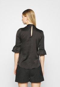 Miss Selfridge - HIGH NECK 3/4 SLEEVE BLOUSE - Langarmshirt - black - 2