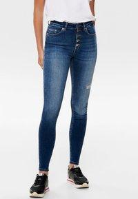 ONLY - ONLBLUSH - Jeans Skinny Fit - dark blue denim - 0