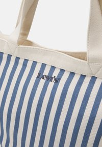 Levi's® - WOMEN'S STRIPED SHOPPER - Shoppingveske - blue - 3