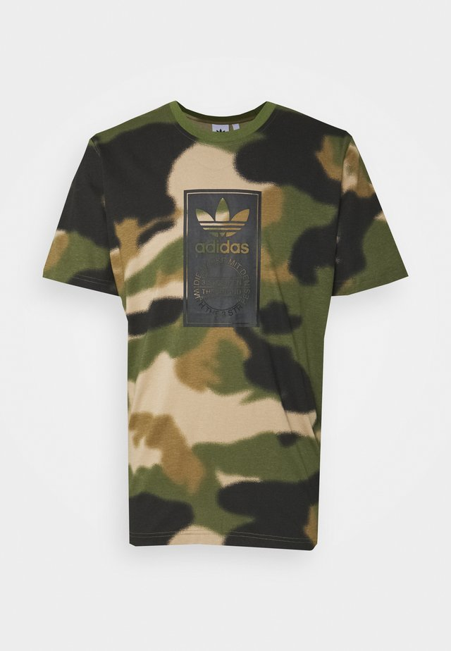 CAMO TONGUE - Print T-shirt - wild pine/multicolor/black