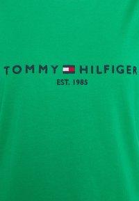 Tommy Hilfiger - REGULAR HILFIGER TEE  - Basic T-shirt - primary green - 2