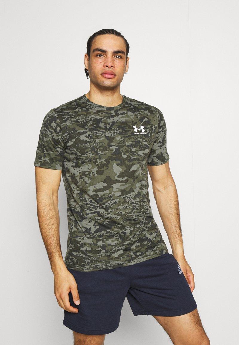 Under Armour - CAMO - Print T-shirt - baroque green