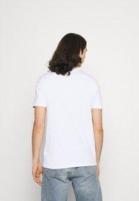 Ellesse - HAREBA - Print T-shirt - white - 2