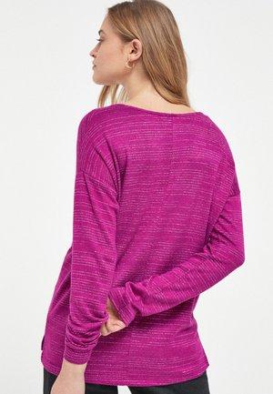 Long sleeved top - metallic red