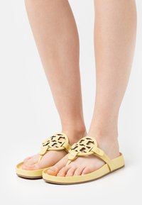 Tory Burch - MILLER CLOUD - T-bar sandals - butter yellow - 0