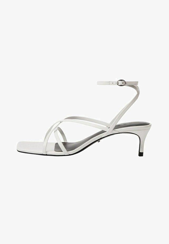 Sandály - weiß