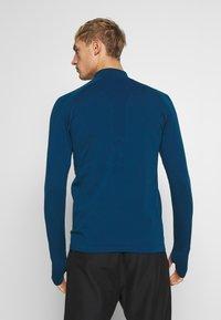Lyle & Scott - PERFORMANCE SEAMLESS MIDLAYER - Sports shirt - deep fjord marl - 2