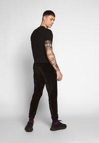 Glorious Gangsta - KONGO JOGGERS - Pantalon de survêtement - black - 2