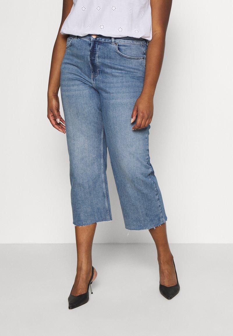 Simply Be - RAW HEM CROP WIDE LEG JEANS - Jeans Skinny Fit - bluewash