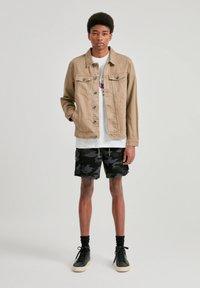 PULL&BEAR - Džínová bunda - mottled brown - 1