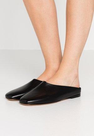 ERIN - Pantolette flach - black